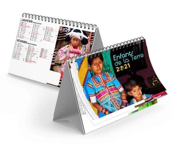 calendrier chevalet avec photo d'enfants costumes traditionnels